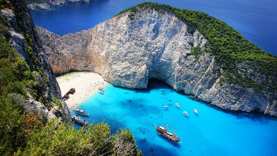 The Telegraph proposes 15 Greek islands for this summer vacation